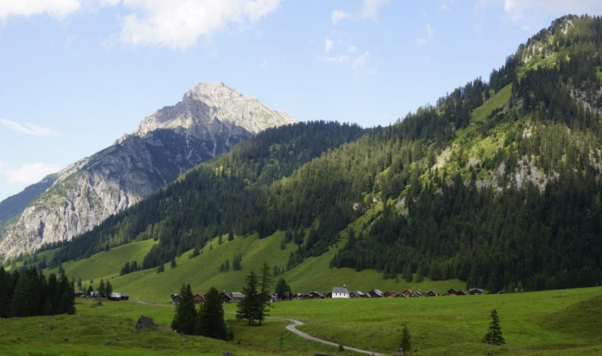 Nenzinger Himmel village
